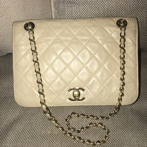 Authentic Chanel Lambskin Chain Matelasse Bag